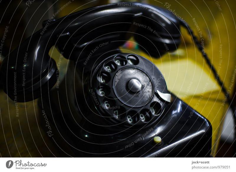 klingelingeling alt schwarz glänzend Design elegant Büro authentisch ästhetisch Kommunizieren retro Ziffern & Zahlen Telefon Vergangenheit Netzwerk Kunststoff