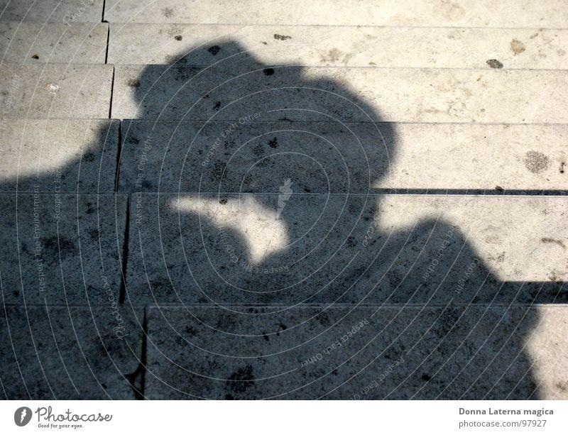 falling in love Liebe Küssen Kribbeln Gefühle Traumprinz Mann Frau Liebespaar Kaugummi Ferien & Urlaub & Reisen Paris schwarz weiß grau Traumprinzessin Paar