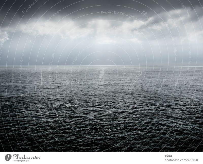 Nordsee Umwelt Landschaft Urelemente Luft Wasser Wolken schlechtes Wetter Wellen Meer bedrohlich dunkel frei Unendlichkeit kalt maritim blau grau weiß Fernweh