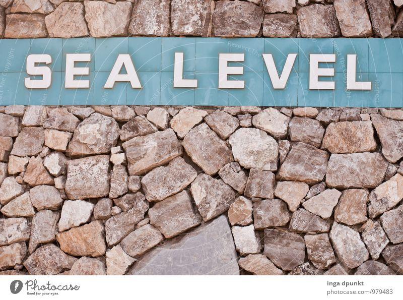 Meeresspiegel Ferien & Urlaub & Reisen Meer Umwelt Wand Architektur Mauer Stein hoch Schriftzeichen Beton Urelemente Buchstaben Bauwerk Sehenswürdigkeit Höhe Gewässer