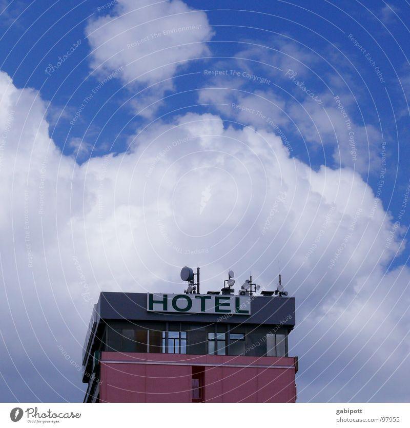 ...such a lovely place Himmel blau weiß Ferien & Urlaub & Reisen Wolken Haus Ferne Fenster Architektur Gebäude Horizont rosa Fassade Tourismus Hochhaus