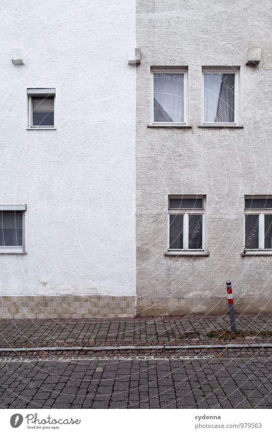 Neue Projekte gibt's immer Stadt alt Einsamkeit Haus Fenster Wand Mauer Fassade Lifestyle Häusliches Leben trist ästhetisch Vergänglichkeit einzigartig Wandel & Veränderung Baustelle