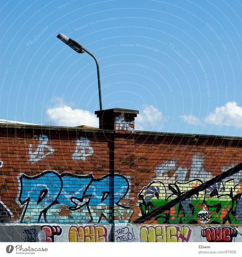 schlachthof viertel Schlachthof München Wand Gemälde Backstein Laterne Tagger sprühen Kunst Buchstaben Wolken Hiphop Jugendkultur Detailaufnahme Stadtteil Farbe