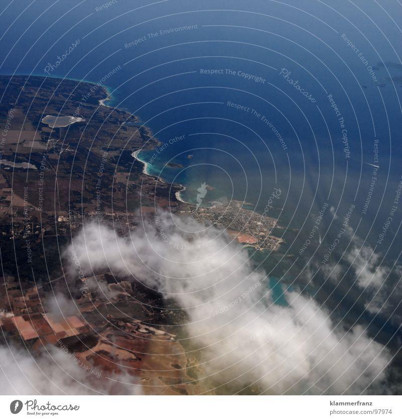 DREI Himmel blau weiß Ferien & Urlaub & Reisen Wolken Einsamkeit ruhig Ferne Erholung Landschaft Fenster Freiheit Erde Horizont Erde Hintergrundbild