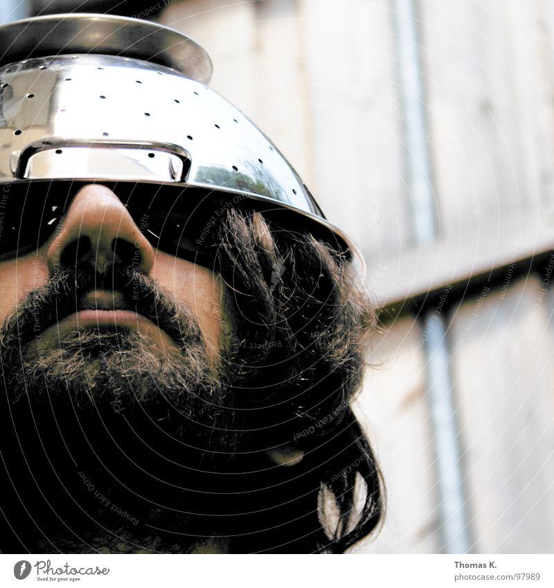 ....fällt nicht weit vom Stamm. Porträt Unglaube Helm Misstrauen Humor elektronisch magnetisch Chrom Tragegriff UFO Kommunizieren Blick Hut Beleuchtung