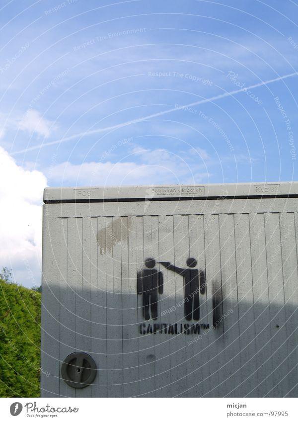 CAPITALISM ™ Kapitalismus schießen Waffe bedrohlich 2 Mann Symbole & Metaphern Spray Schmiererei Schablone Kunst Piktogramm dreckig offen Aufstand Wolken grün