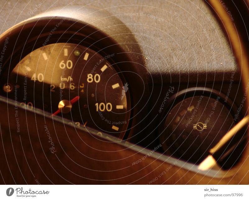 Cockpit a la DDR Verkehr Vergänglichkeit PKW DDR Nostalgie Oldtimer Trabbi Chemnitz Lenkrad Tachometer Ostalgie Armaturenbrett Armatur Zwickau Sachsenring Duroplast