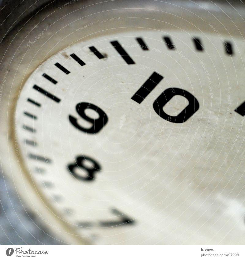 What Time is it? Uhr zeitlos Zeitgefühl Dimension rastlos Uhrwerk kaputt fehlen ohne Grunge Wand Beton Ziffern & Zahlen Zifferblatt 10 9 8 7 dreckig Fabrik