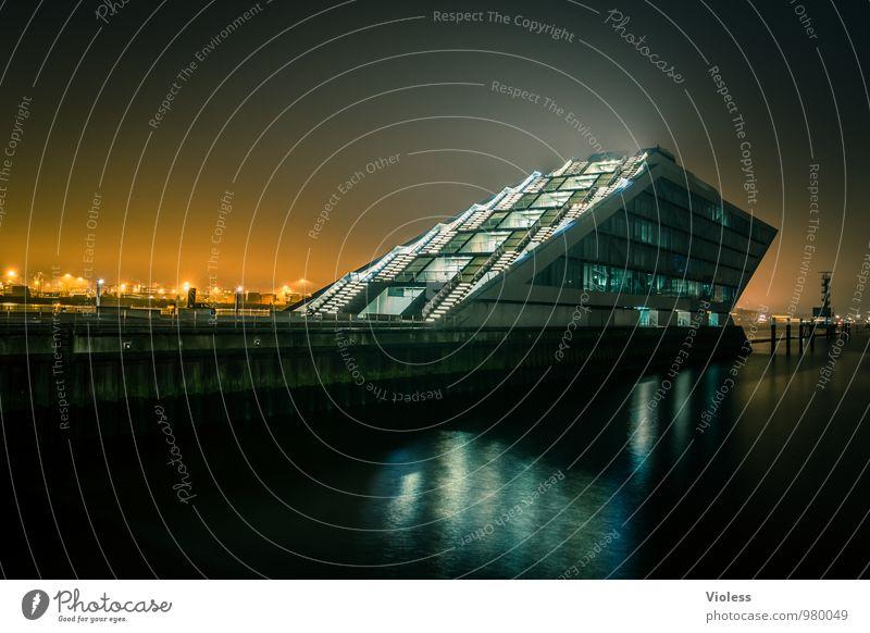 future world II Hafenstadt Bauwerk Gebäude Architektur Treppe Terrasse Sehenswürdigkeit Wahrzeichen ästhetisch außergewöhnlich dunkel skurril Zukunt Hamburh