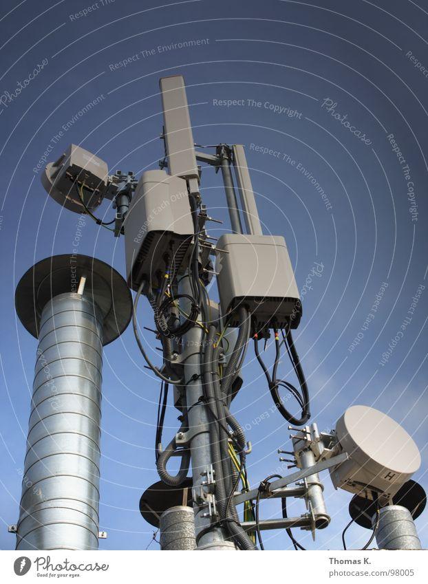 Elektromagnetischer Overkill Wellen Netzwerk Kabel Schnur Kommunizieren Telekommunikation hören Strahlung Salat SMS Funktechnik Datenübertragung Informationstechnologie Frequenz Navigationssystem