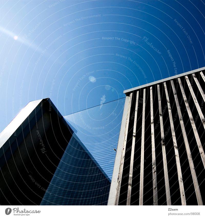 L.S.W III Gebäude Wand Reflexion & Spiegelung Muster Geometrie Stil sehr wenige einfach modern lärmschutzwall Baustelle Glas Glasfassade Himmel blau Metall
