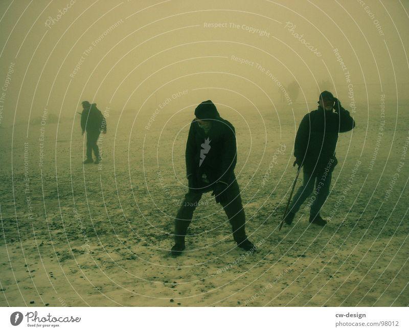 ich kRiEG kein friEdeN Mensch Mann Wolken dunkel Schnee Sand Menschengruppe 2 hell Eis Stimmung Regen Hintergrundbild offen Angst Klima