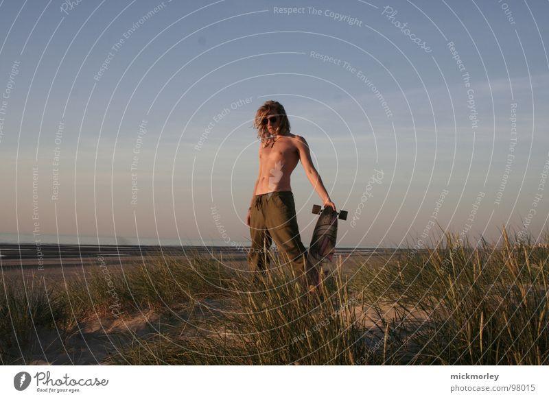 Lord Longboard Mensch Ferien & Urlaub & Reisen blau grün Sommer Erholung Meer Strand Gefühle Gras braun Sand Wetter Körperhaltung Skateboarding Halm