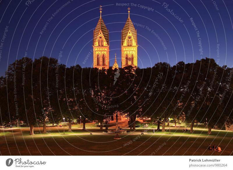 Stühlinger Kirchplatz Freiburg Mensch Architektur Umwelt Wolkenloser Himmel Nachthimmel Baum Freiburg im Breisgau Europa Deutschland Stadt Stadtzentrum Kirche
