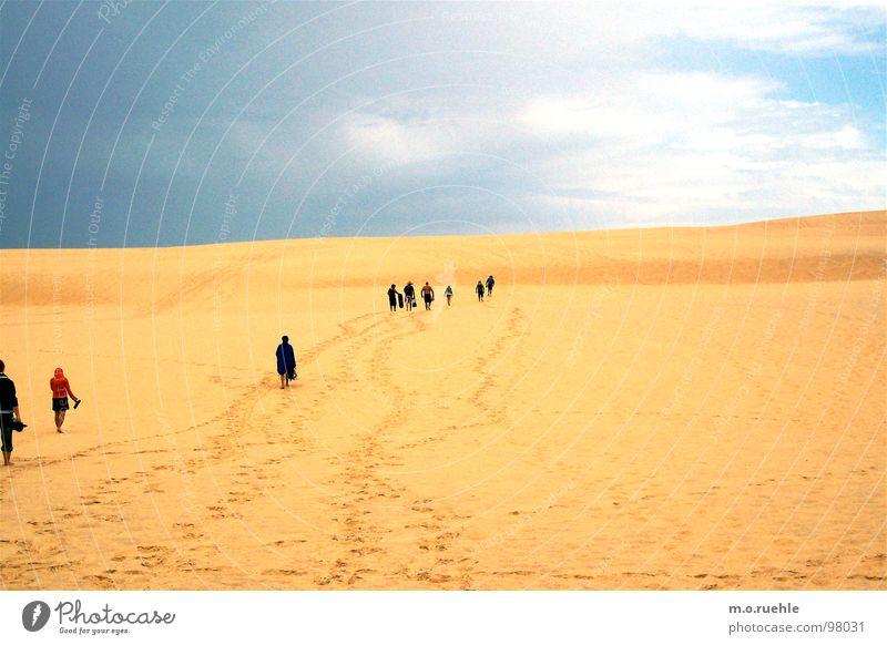 leaving, walking, looking for a destination. Natur Einsamkeit Ferne Sand Wege & Pfade Wüste Australien Hoffnungslosigkeit