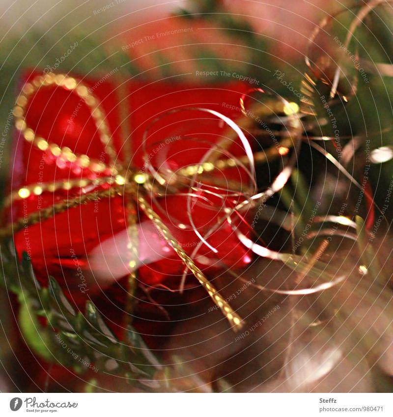 Überraschung Weihnachten & Advent rot Feste & Feiern Stimmung glänzend gold Fröhlichkeit Geschenk Überraschung Weihnachtsbaum Vorfreude Lichtspiel Weihnachtsdekoration Weihnachtsgeschenk Lichteffekt Freude