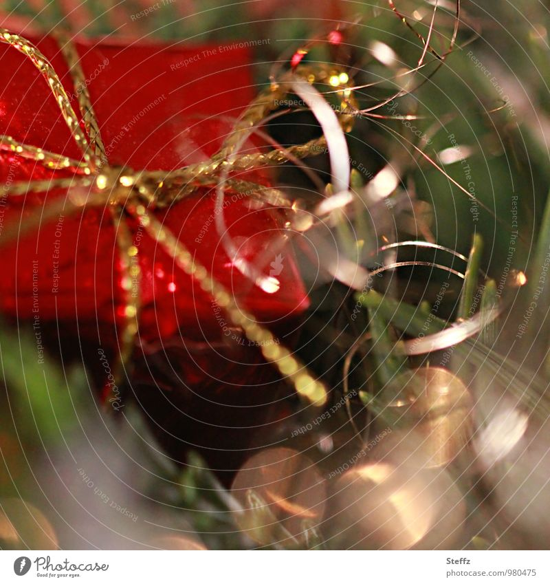 Vorfreude Weihnachten & Advent rot Feste & Feiern Stimmung glänzend Dekoration & Verzierung gold Fröhlichkeit Geschenk Überraschung Weihnachtsbaum Vorfreude Lichtspiel Weihnachtsdekoration Blendenfleck Blendeneffekt