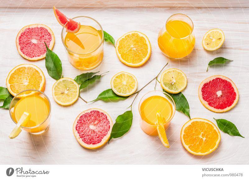 Zitrus Säfte und Stücke von Orange, Grapefruit und Zitrone Gesunde Ernährung gelb Leben Stil Garten Lebensmittel rosa Frucht Design Glas Getränk weich Fitness