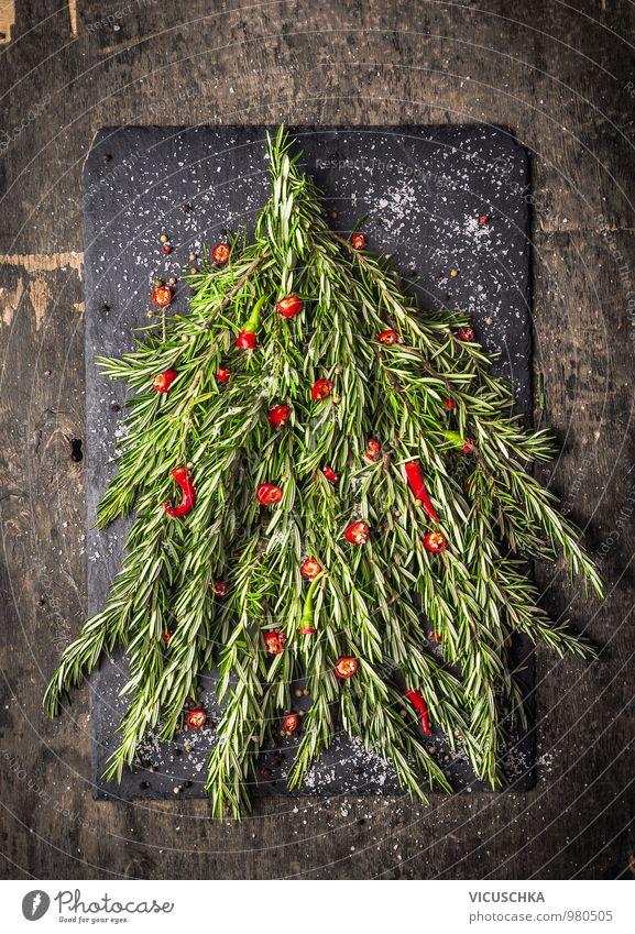 Rosmarin Weihnachtsbaum mit roten Chili-Dekoration Natur Weihnachten & Advent Winter Gesunde Ernährung dunkel Leben Innenarchitektur Stil Holz Garten