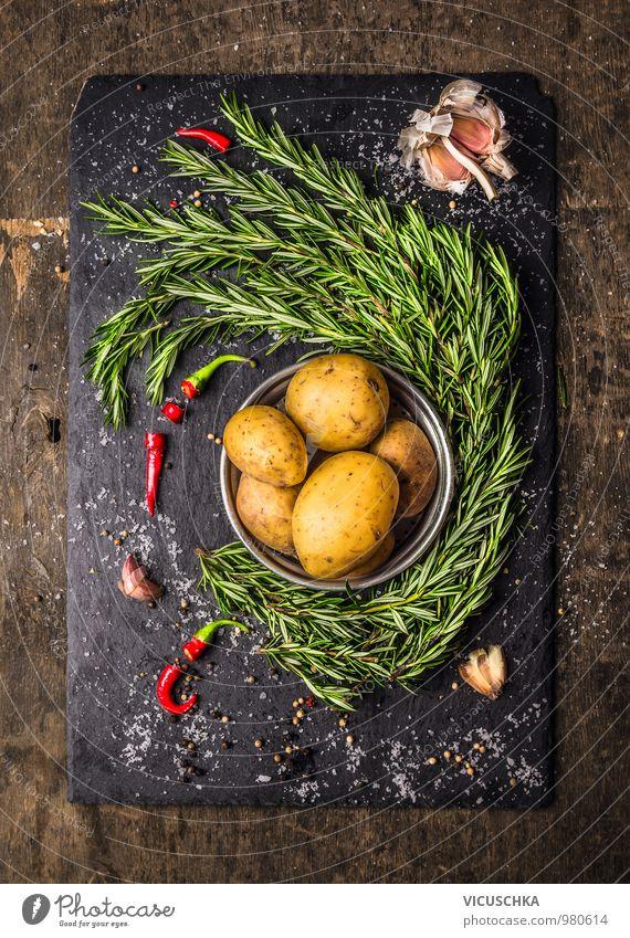 Kartoffeln mit Rosmarin, Knoblauch und Gewürze, Zutaten Gesunde Ernährung gelb Stil Essen Lebensmittel Freizeit & Hobby Design Kochen & Garen & Backen Küche