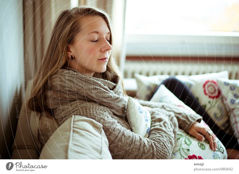home Mensch Jugendliche Junge Frau 18-30 Jahre Erwachsene feminin natürlich langhaarig kuschlig