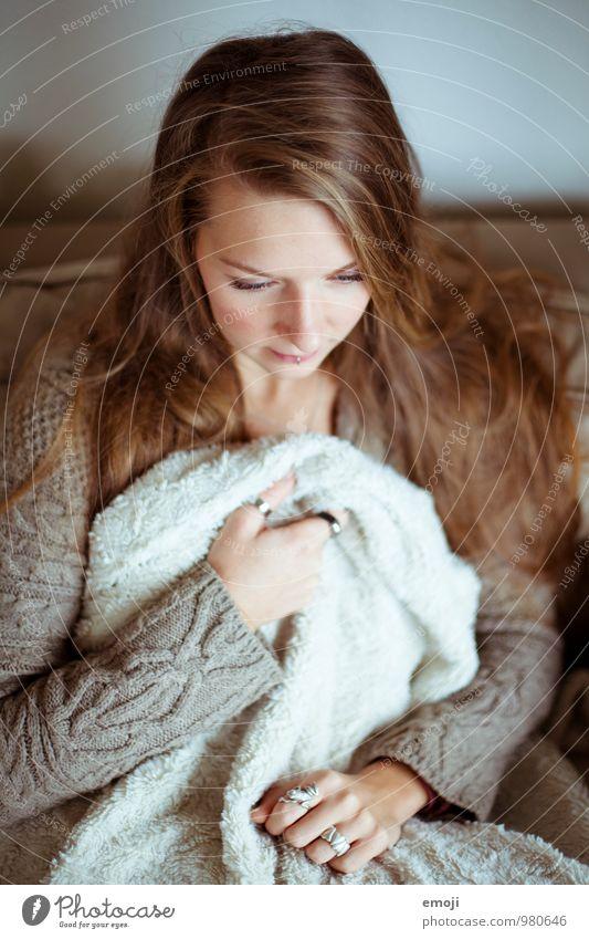 Kuschelwetter Mensch Jugendliche Junge Frau 18-30 Jahre Erwachsene feminin kuschlig Pullover