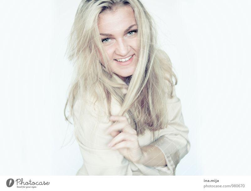 Immer schön lächeln! Mensch Frau Jugendliche Junge Frau 18-30 Jahre Erwachsene feminin sprechen Haare & Frisuren lachen Arbeit & Erwerbstätigkeit Business blond