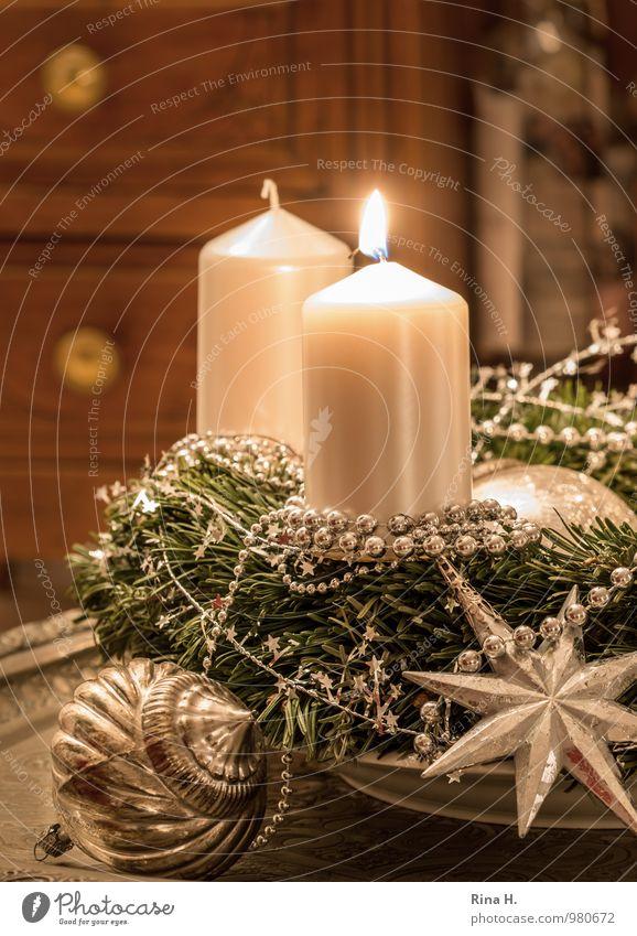 Ein Lichtlein brennt Dekoration & Verzierung Feste & Feiern Weihnachten & Advent Erholung Stimmung Lebensfreude Adventskranz Kerze silber Weihnachtsdekoration