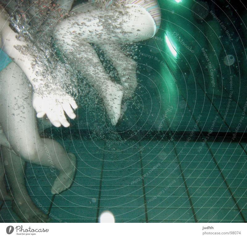 blubberbubbles° Kind blau Wasser Ferien & Urlaub & Reisen Mädchen Sommer Freude kalt Spielen springen Beine Fuß Schwimmen & Baden Freizeit & Hobby Schwimmbad