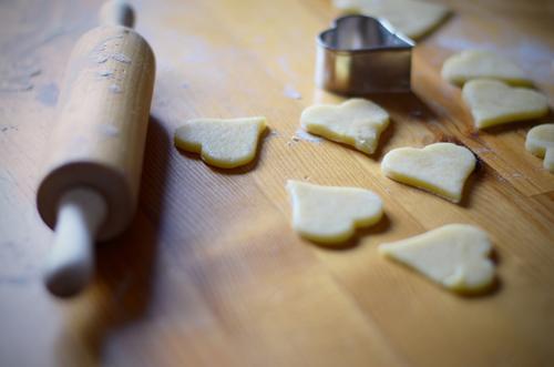 spät dran Weihnachten & Advent Essen Lebensmittel Ernährung Kochen & Garen & Backen lecker Stillleben Valentinstag Plätzchen Weihnachtsgebäck Tischplatte
