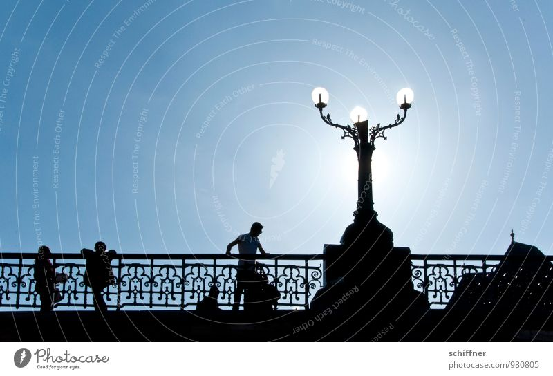 Belgischer Armleuchter II Mensch Kind Junger Mann Jugendliche Familie & Verwandtschaft 3 Menschengruppe Kindergruppe Himmel Wolkenloser Himmel Sonne Sonnenlicht