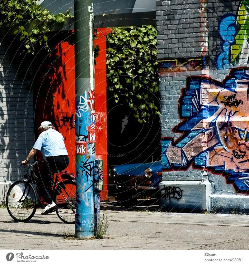 generationen Stadt rot Farbe Wand Graffiti Senior Bewegung PKW Kunst Fahrrad modern fahren Buchstaben Backstein Kreativität München