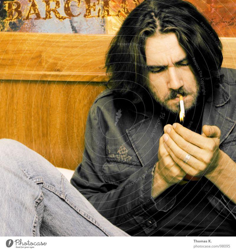 Chillin B. Zigarette Erholung Porträt Holz Raum Sofa Hand Feuerzeug Jacke Rauchen Ende Brand lighter smoke face Kopf