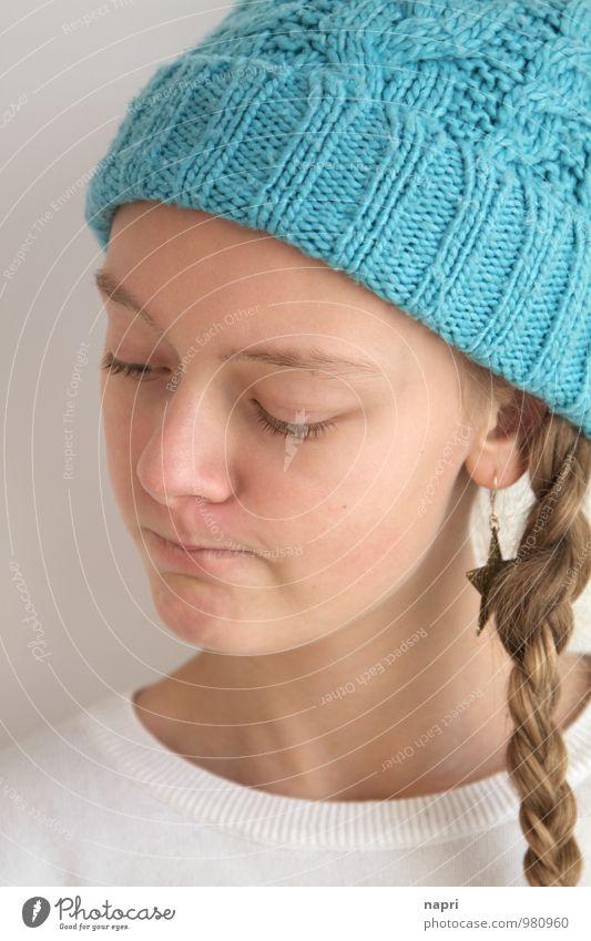 Mh... weiss ja nicht... Mensch Kind Jugendliche blau schön weiß Mädchen Traurigkeit Gefühle feminin Denken nachdenklich blond 13-18 Jahre niedlich Coolness
