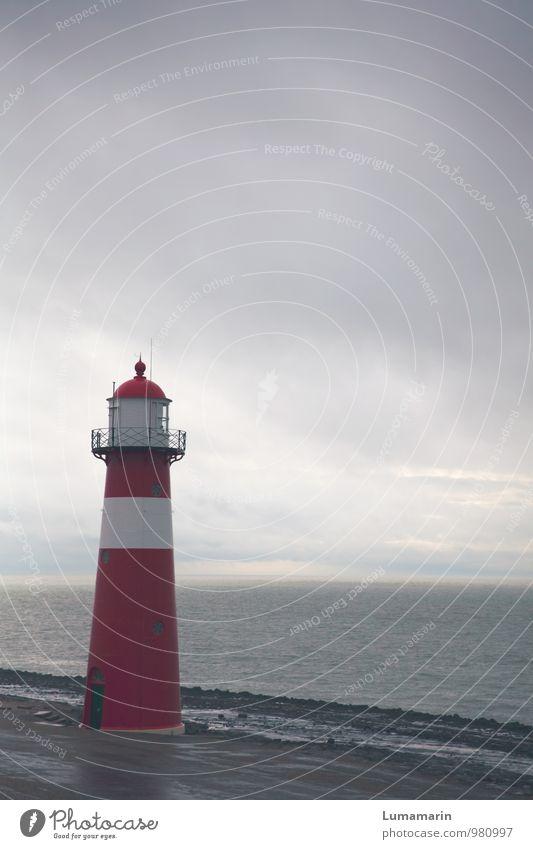 Zeeland Landschaft Himmel Wolken Horizont schlechtes Wetter Regen Wellen Nordsee Deich Niederlande Leuchtturm Bauwerk Sehenswürdigkeit Schifffahrt alt schön