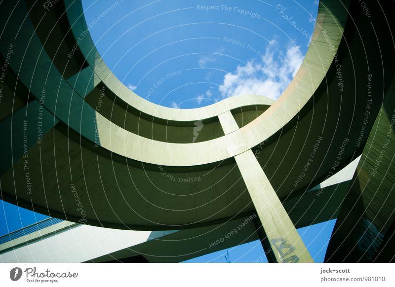 halbkreis und geradeaus Stadt blau grün Sommer Wolken Wärme Wege & Pfade Zeit Linie modern Perspektive Beton Streifen Brücke rund Schutz
