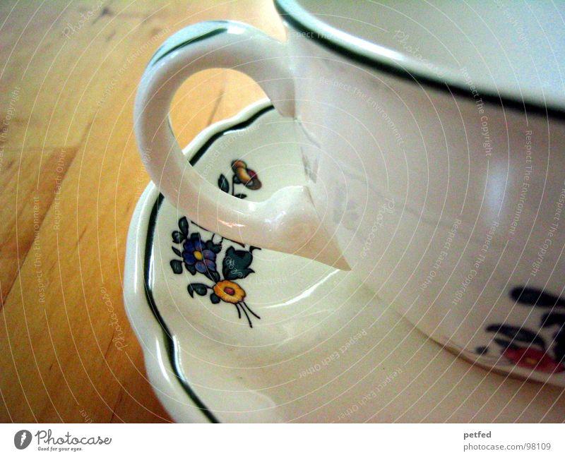 Teestündchen II Tasse Untertasse Tisch braun weiß rot Blume Rose grün Tragegriff Geschirr Holz Restaurant Fröhlichkeit Freizeit & Hobby Backwaren Kaffee
