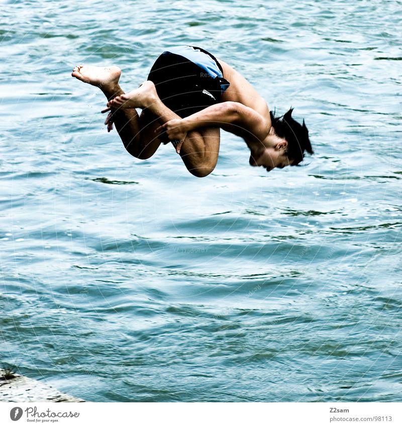 control springen Sommer Gewässer Bayern München Zusammensein 2 abwärts gefährlich Jugendliche Mann maskulin Zufriedenheit Körperspannung Sport Wasser blau