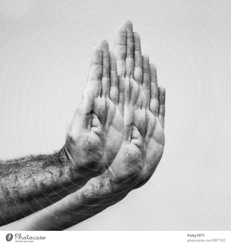 Bis hierher... maskulin Hand 1 Mensch 30-45 Jahre Erwachsene selbstbewußt Willensstärke achtsam Wachsamkeit standhaft Entschlossenheit protestieren