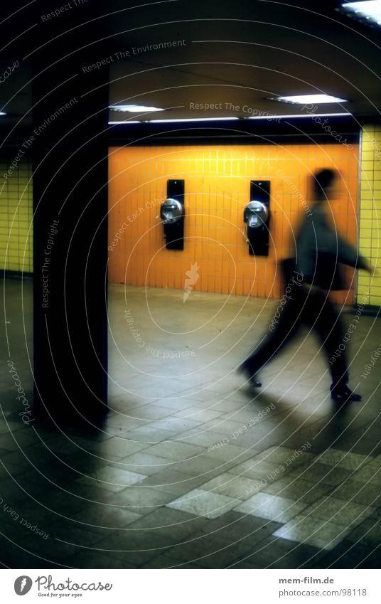 untergrund Personenverkehr Untergrund U-Bahn verfolgen Panik Neonlicht Baustelle Köln Bewegungsunschärfe unterirdisch Angst Farbe Verfolgung Schatten