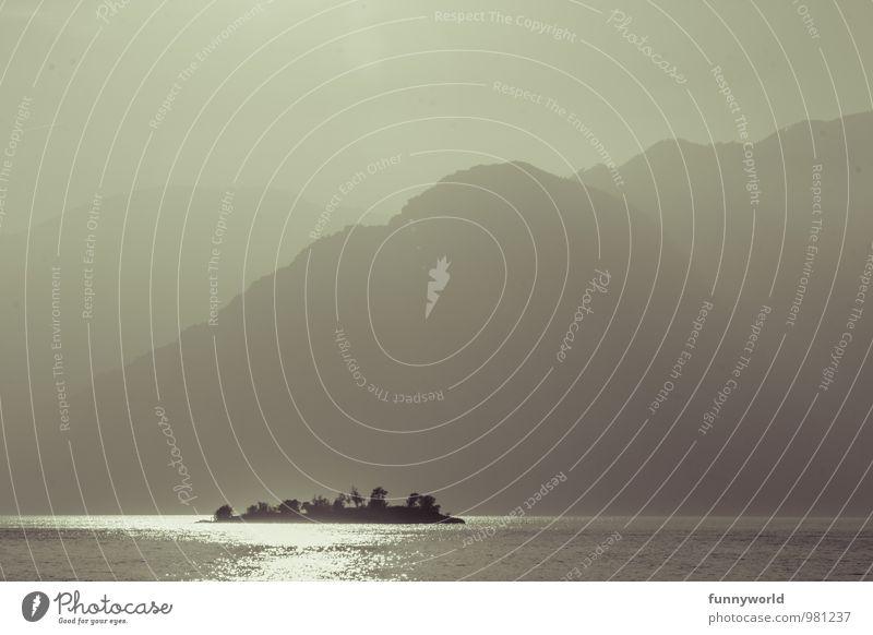 island in the sun Ferien & Urlaub & Reisen Sommer Einsamkeit ruhig Ferne Berge u. Gebirge klein Freiheit See Idylle Insel groß einzigartig Italien Abenteuer