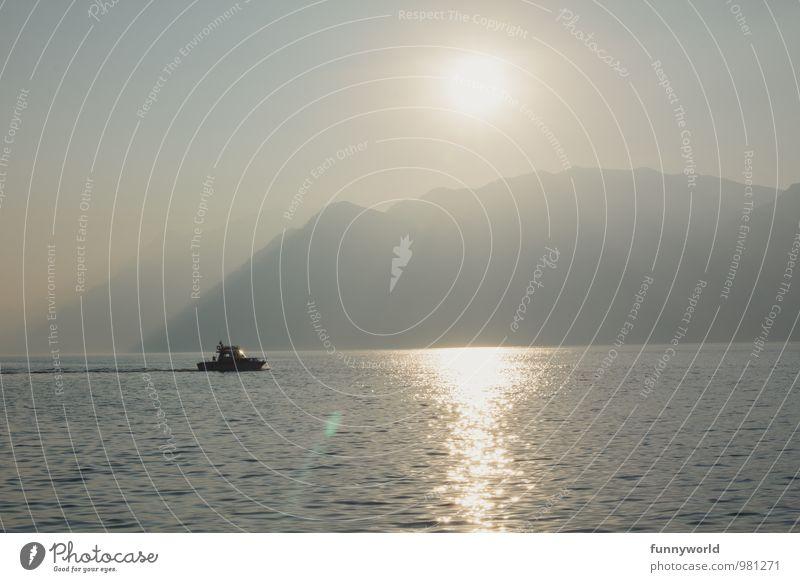 von links nach rechts Schifffahrt fahren Idylle Wasser See Berge u. Gebirge Freiheit einzigartig Einsamkeit Erholung Segelschiff Binnenschifffahrt