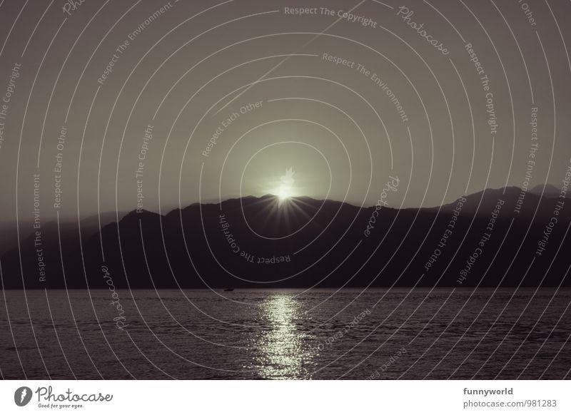 Komet fällt auf Erde Landschaft Wolkenloser Himmel Sonne Sonnenaufgang Sonnenuntergang Sonnenlicht Schönes Wetter Alpen Berge u. Gebirge Küste Seeufer Gardasee