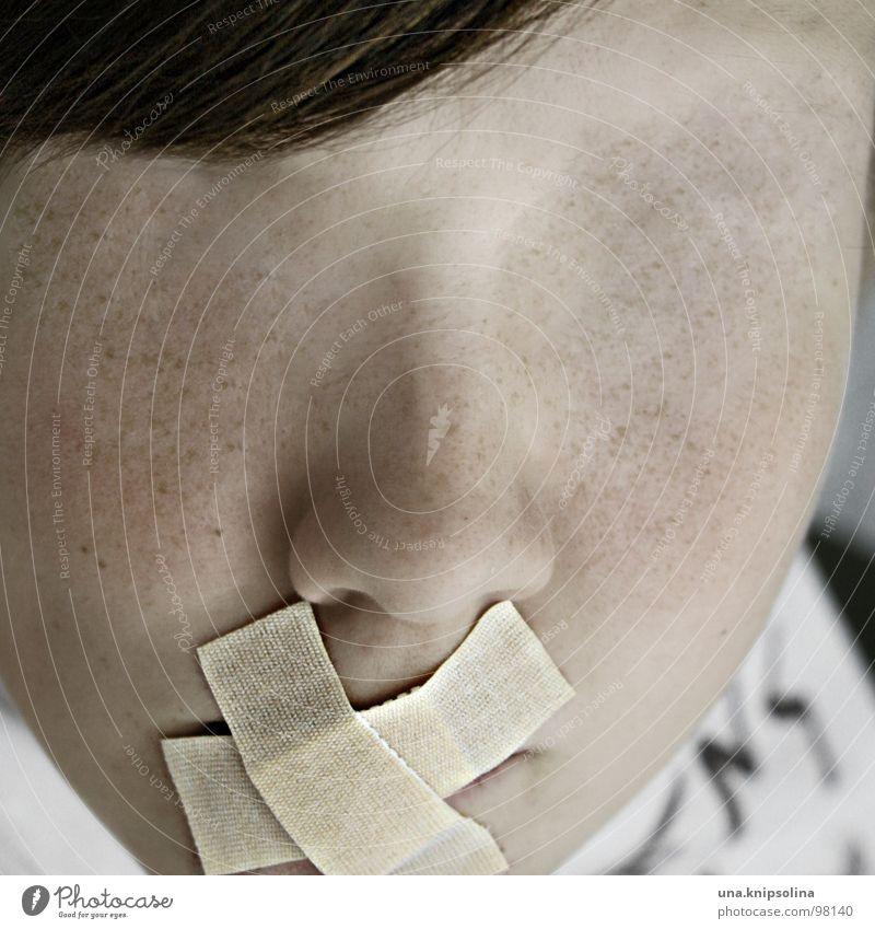 nicht die augen verschließen blind stumm schweigen Täter Rolle Denken verstummen ruhig provokant Ekel Schock Wachsamkeit Angst Panik nichts sehen nichts sagen