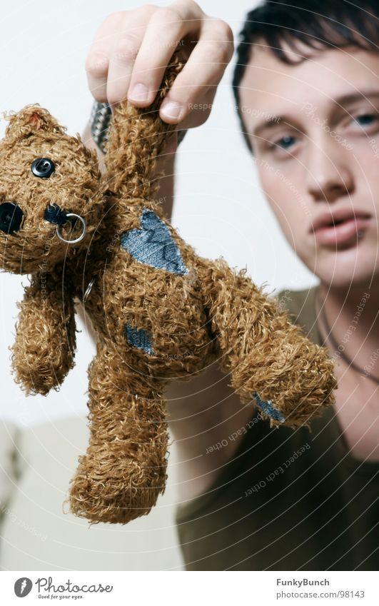 Boo Teddybär trist kaputt alternativ Piercing Brustwarze rund Knopfauge braun Präsentation Trauer Jugendliche Nase Ohr Kreis Bär Angeben zeigen Traurigkeit