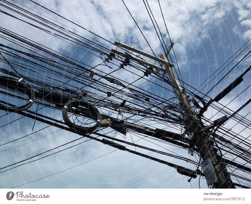 WLAN-Kabelsalat blau weiß schwarz außergewöhnlich Angst modern Energiewirtschaft Kommunizieren Technik & Technologie Telekommunikation authentisch Erfolg