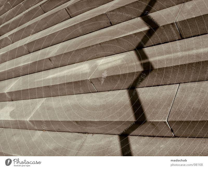 DIE SCHÖNE UND DAS BIEST Zickzack Zacken Muster graphisch Beton Stadt Aktien Verkehrswege obskur Vergänglichkeit Treppe schattn stairs shadow zickig zackzack