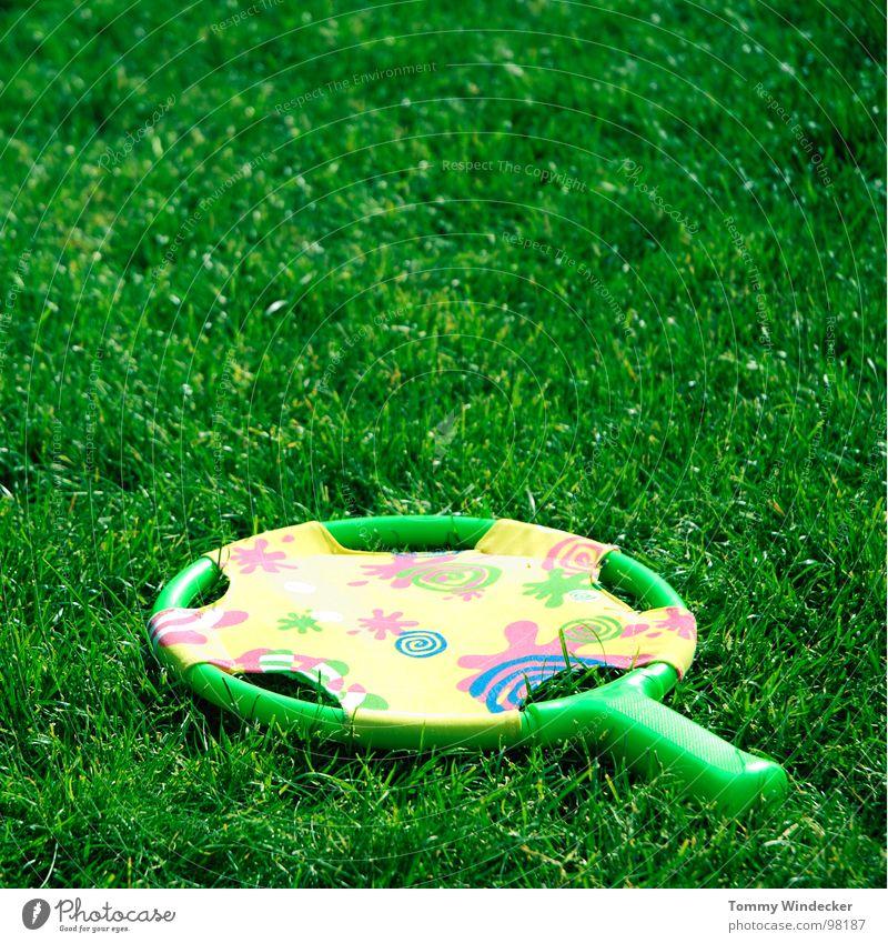 Tennis für arme grün Sommer Freude Wiese Spielen Gras Freizeit & Hobby Rasen Kunststoff Spielzeug Statue Halm verloren Gummi toben