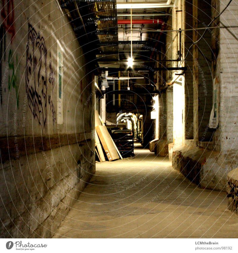 Alte Spinnerei Fabrik Industriegelände dunkel Holz Stahl Tuchfabrik Mauer Keller Holzmehl Hallengang Lagerhalle alt Wege & Pfade Schatten Ausbau Factory