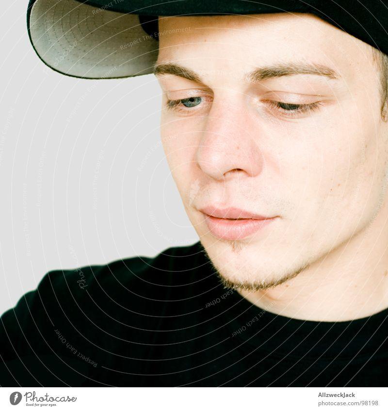 200 | Word! Baseballmütze Mütze Kopfbedeckung Mann maskulin Herr Hiphop anschaulich Porträt schwarz Potsdam Blick Schüchternheit Denken Konzentration Hut word